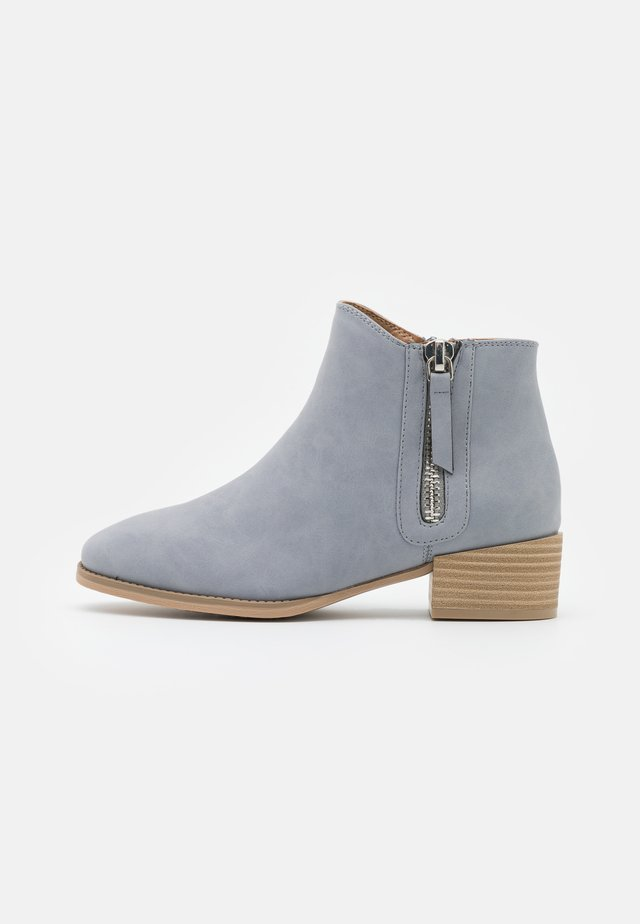 DIXIEE - Ankle boots - light blue