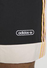 adidas Originals - TAPED UNISEX - Shorts - black - 4