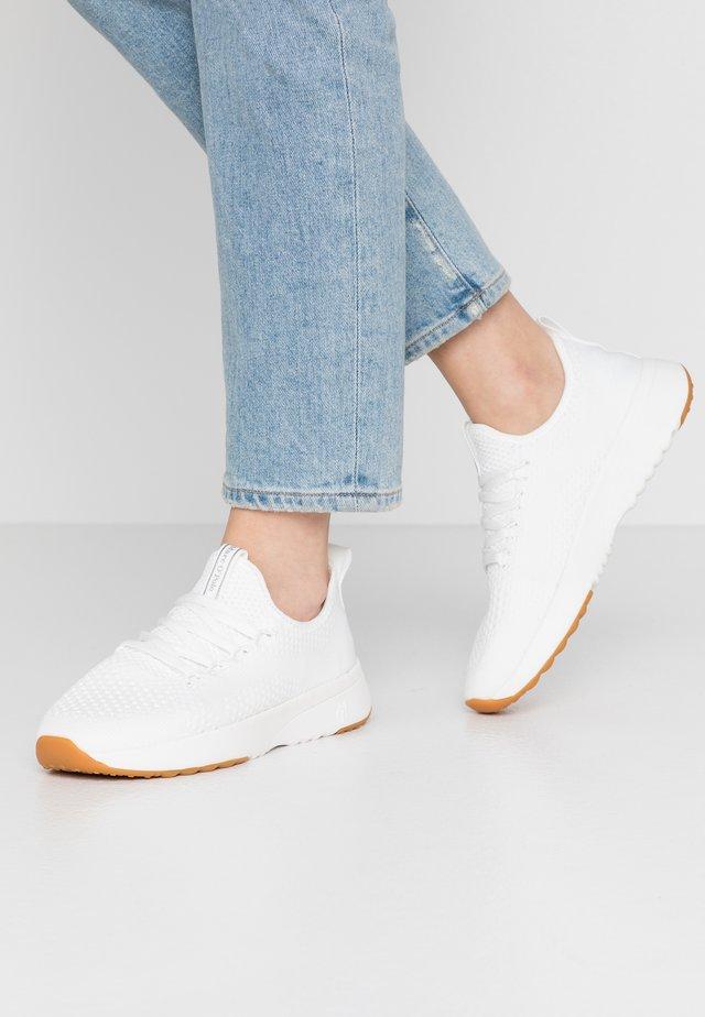 LOLETA - Sneakers basse - white