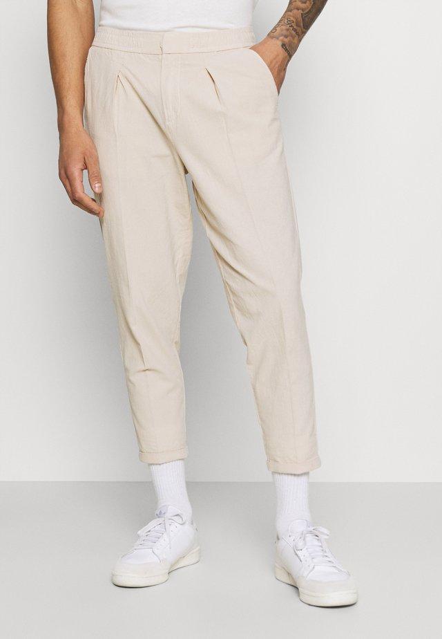 JOHNNY PANTS - Kalhoty - sandshell
