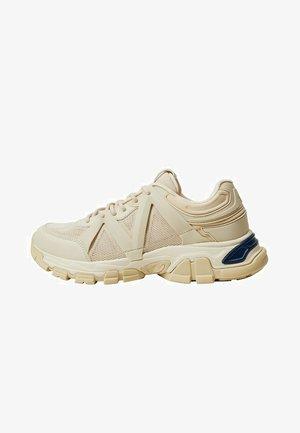 MIT TRACKSOHLE - Sneakers laag - beige