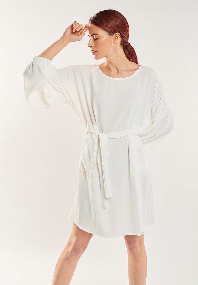 ESTELA - Day dress - blanco