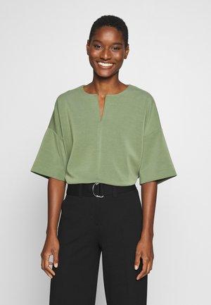 UBAK - T-shirt con stampa - garden green