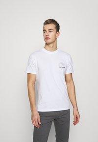 Napapijri - GRAPHIC - T-shirt med print - white - 0