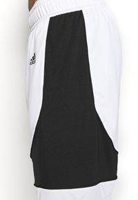 adidas Performance - PREMIUM BASKETBALL TEAM SHORTS - Pantaloncini sportivi - white - 5
