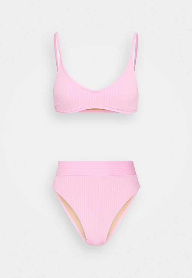 CROP TOP HIGHWAISTED CHEEKY SET - Bikinier - strawberry