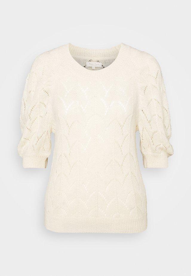 T-shirt print - parchment