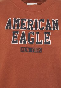 American Eagle - BRANDED CREW - Sweatshirt - rust - 2