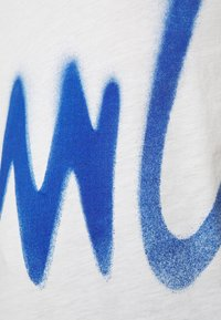 Paul Smith - GENTS SPRAY LOGO  - T-shirt z nadrukiem - white - 4