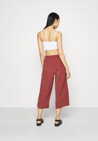 ONLY - ONLCARISA MAGO LIFE CULOTTE PANT  - Trousers - apple butter - 2
