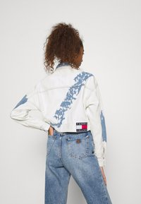 Tommy Jeans - EXTRA CROPPED - Giacca di jeans - cloudy light blue rigid - 2