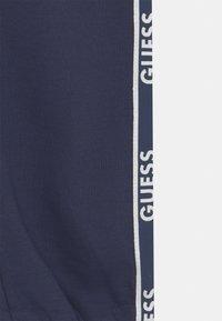 Guess - JUNIOR ACTIVE - Teplákové kalhoty - bleu/deck blue - 2