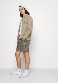 BDG Urban Outfitters - LEOPARD DRAWSTRING - Shorts - brown - 3