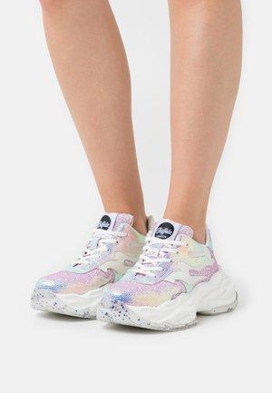 EYZA - Sneakers - white rose glitter