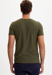 DeFacto - Basic T-shirt - khaki - 1