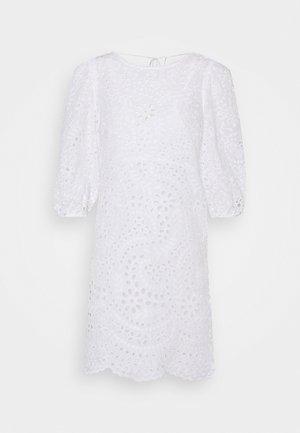 MEGAN BROIDERE SHIFT DRESS - Vapaa-ajan mekko - porcelain