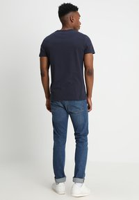 Calvin Klein Jeans - CORE INSTITUTIONAL LOGO TEE - T-shirts med print - night sky