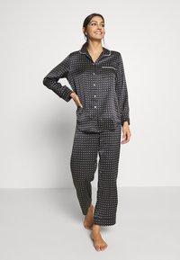 ASCENO - THE PARIS - Pyjamashirt - black square - 1