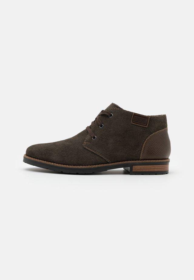 Sznurowane obuwie sportowe - erde/kastanie