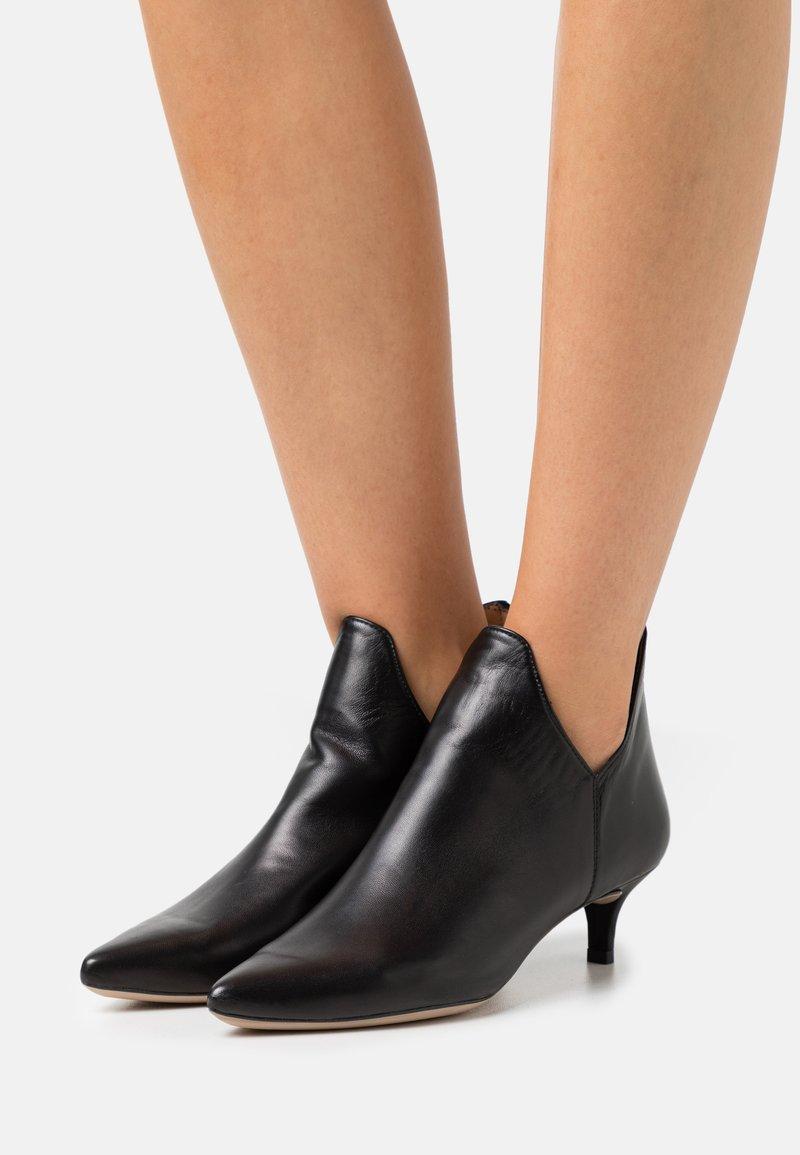 Unisa - JORCA - Kotníková obuv - black