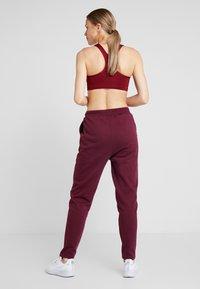 South Beach - REFLECTIVE TIE - Pantalones deportivos - burgundy - 2