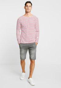 TOM TAILOR DENIM - Szorty jeansowe - clean bleached grey denim - 1