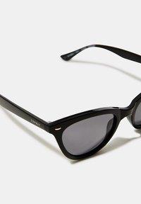 Esprit - SONNENBRILLE MIT SCHMALER CAT EYE-FORM - Sunglasses - black - 3