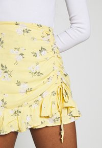 Hollister Co. - RUFFLE SKORT - Shorts - yellow - 6