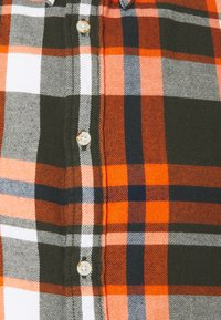 KnowledgeCotton Apparel - LARCH CHECKED - Shirt - forrest night - 2