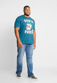 Jack´s Sportswear - SANTA TEE - Print T-shirt - petrol blue - 1