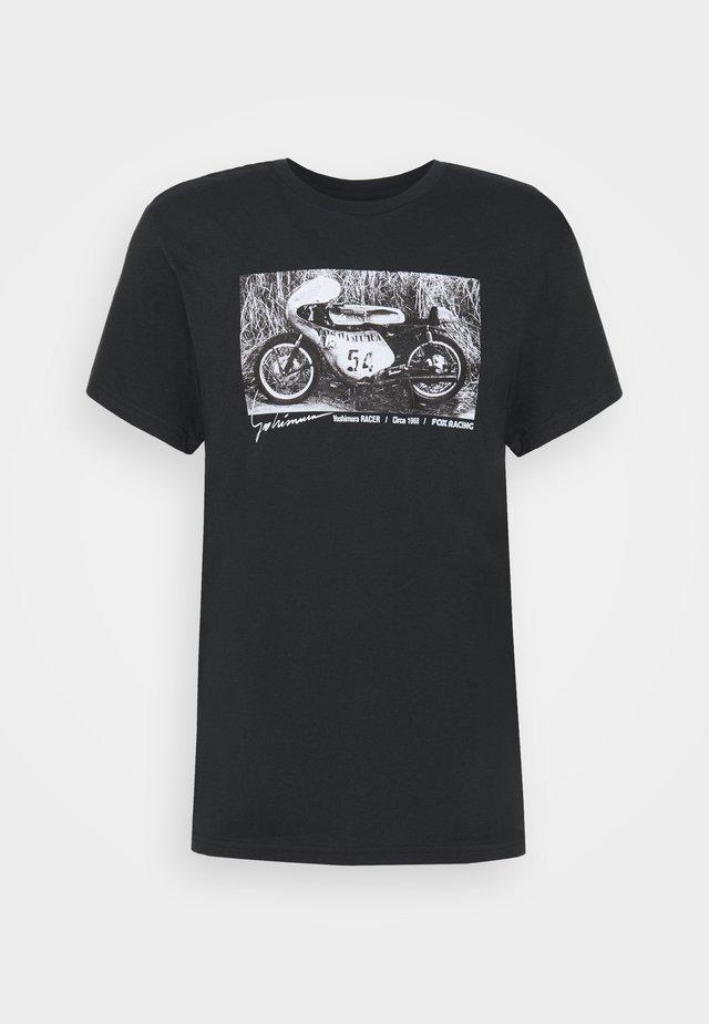 YOSHIMURA RACER PROFILE TEE - T-shirts med print - black