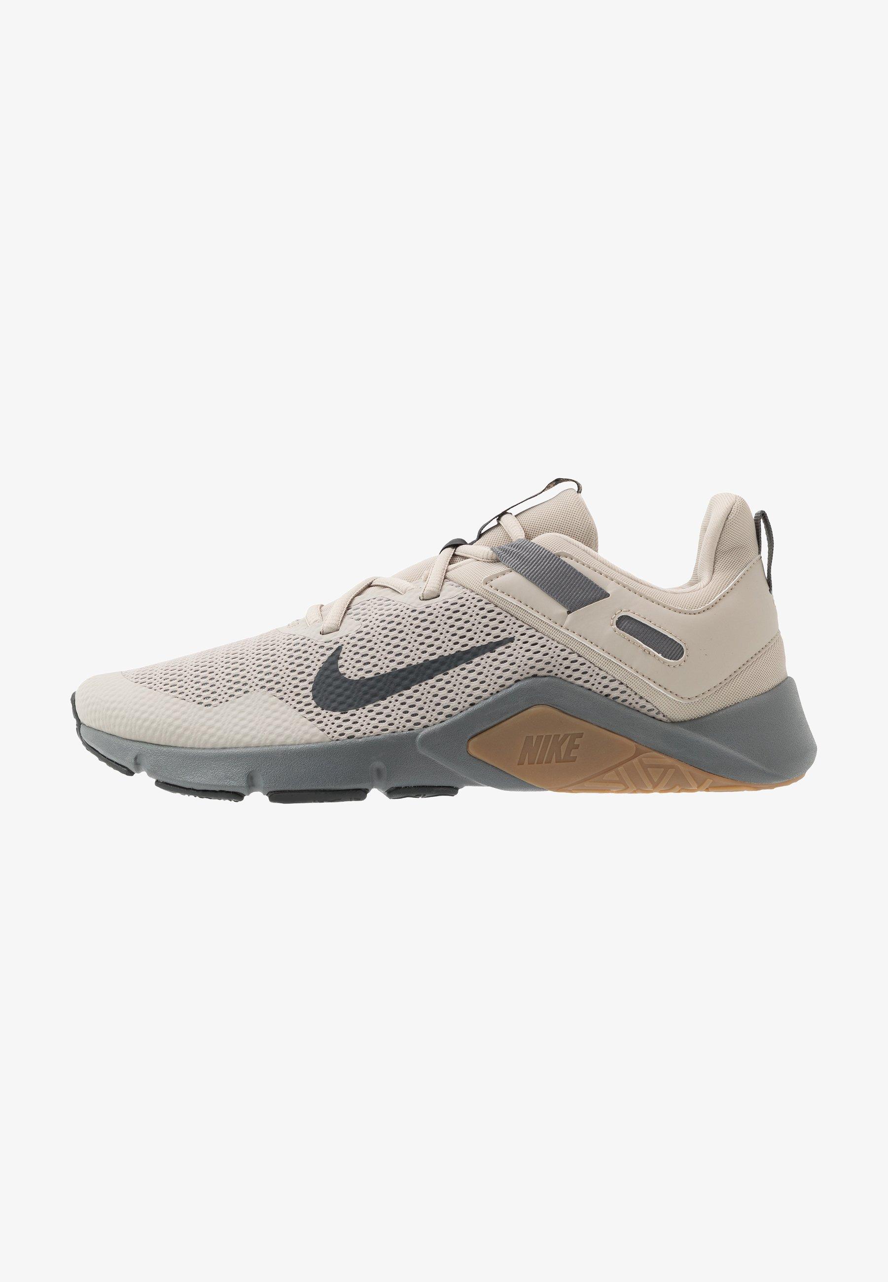 veredicto Canciones infantiles Permuta  Nike Performance LEGEND ESSENTIAL - Sports shoes - string/dark smoke  grey/smoke grey/light brown - Zalando.ie
