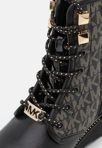 MICHAEL Michael Kors - HASKELL - Lace-up ankle boots - black/gold - 5