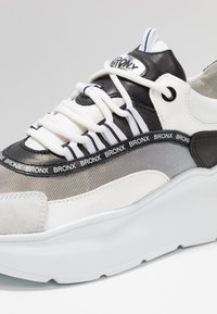 Bronx - GRAYSON - Joggesko - white/black - 2