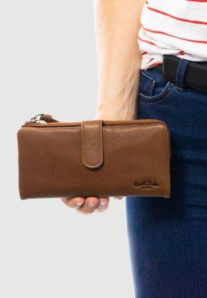 Wallet - hazelnut