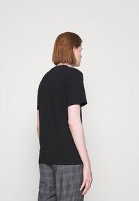 MOSCHINO - Print T-shirt - black - 4