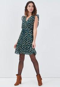 Cache Cache - Vestido informal - vert foncé - 1