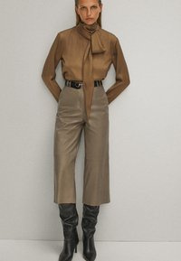 Massimo Dutti - WITH TIE DETAIL - Blouse - brown - 1