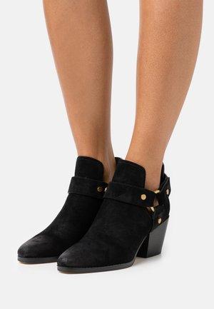 PAMELA - Kotníková obuv - black
