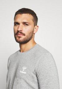 Hummel - HMLSIGGE - Langærmede T-shirts - grey melange - 4