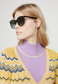 Gucci - 30001508001 - Okulary przeciwsłoneczne - black/grey - 1