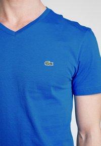 Lacoste - T-shirt basique - blue - 4