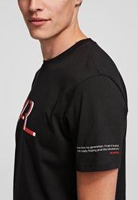 KARL LAGERFELD - LEGEND - Print T-shirt - black - 3