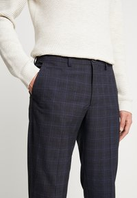 Selected Homme - SLHSLIM KENT PANTS - Kalhoty - dark blue - 5