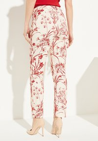 comma - MIT BLUMENMUSTER - Trousers - shell porcelain flower - 2