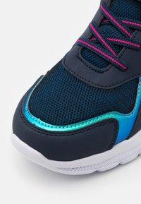 Kappa - UNISEX - Chaussures d'entraînement et de fitness - navy/pink - 5