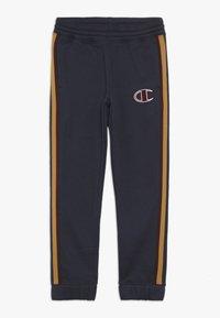 Champion - ROCHESTER VARSITY ELASTIC CUFF PANTS - Spodnie treningowe - blue - 0