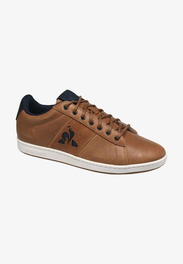 MASTER COURT WAXY - Zapatos con cordones - brown