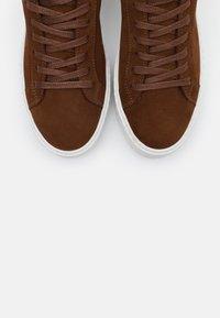 Vero Moda - VMKELLA  - Sneakers - emperador - 5