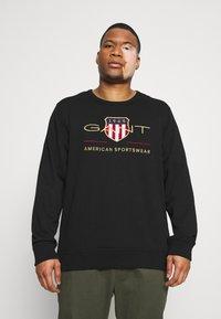 GANT - PLUS ARCHIVE SHIELD C NECK - Sweatshirt - black - 0